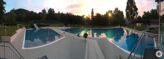 Das Freibad am Abend