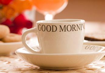 Eine Tasse auf der Good Morning steht