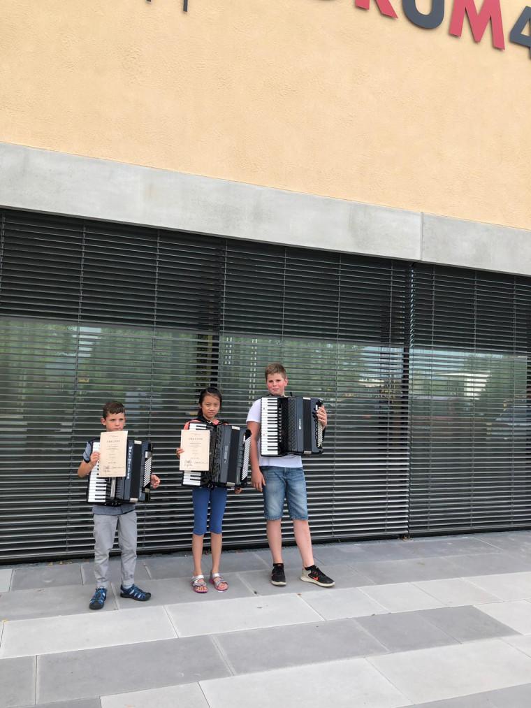 Die drei Preisträger des Akkordeon-Wettbewerbs in Pliezhausen