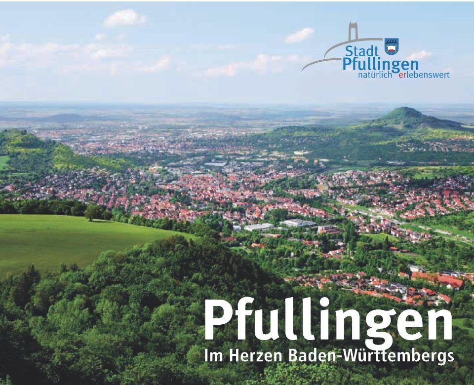 """Landschaftsaufnahme Blick auf Pfullingen mit Logo der Stadt Pfullingen und dem Motto """"Im Herzen Baden-Württembergs"""""""